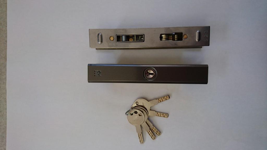 よく交換で、使用する引戸錠です。